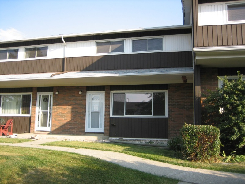 5719 144 AVE NW, EDMONTON AB, T5A 1K6, 3 Bedrooms Bedrooms, ,1.5 BathroomsBathrooms,Town House,Recently Rented,144,1045