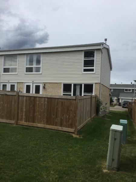 268 GRANDIN VILLAGE, ST. ALBERT AB, T8N 2R6, 3 Bedrooms Bedrooms, ,1.5 BathroomsBathrooms,Town House,Recently Rented,GRANDIN VILLAGE,1011