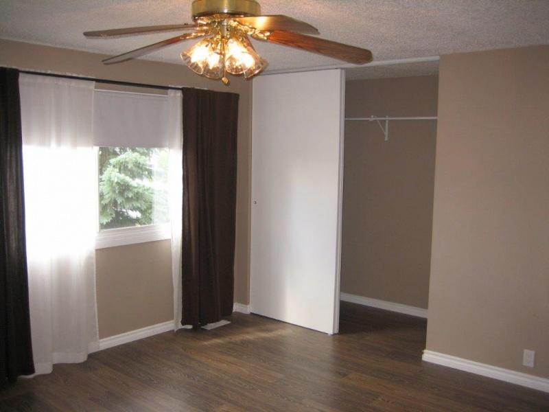 #4 13833 30 ST NW, EDMONTON AB, T5Y 2B2, 3 Bedrooms Bedrooms, ,2 BathroomsBathrooms,Town House,Rented,30,1015