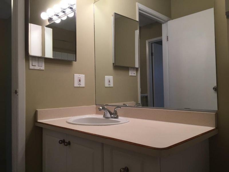 1129 HOOKE RD NW, EDMONTON AB, T5A 4A5, 3 Bedrooms Bedrooms, ,1.5 BathroomsBathrooms,Town House,Rented,HOOKE,1021