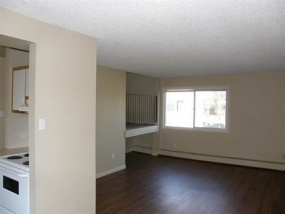 7715 159 ST NW, Edmonton, T5R 5X5, 3 Bedrooms Bedrooms, ,1 BathroomBathrooms,Apartments,Available*,159,1050
