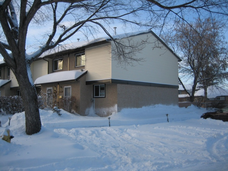 3283 142 AVE NW, EDMONTON AB, T5Y 1H9, 3 Bedrooms Bedrooms, ,1.5 BathroomsBathrooms,Town House,Recently Rented, 142 ,1043